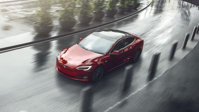 Teslan: Uusi Model S-versio kiihtyy nollasta satasen kieppeille...
