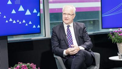 Olli Rehn: Totta kai tällä on sivuvaikutuksia, mutta kannattaa...