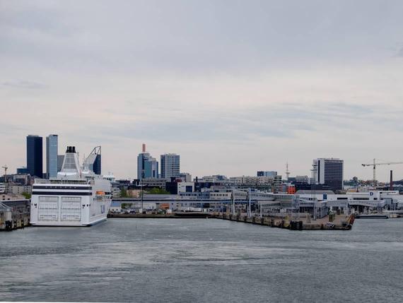 Tallinnan satamasta yksityistetään kolmannes. Viro näyttää petaavan satamaa  Helsingille. d6a1a35fec