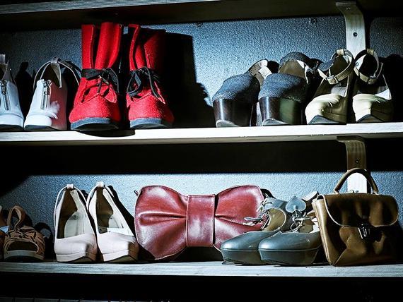 """Vaatepuussa on tarjolla suomalaisten design-merkkien vaatteita ja kenkiä.  Sen esikuvana toimi helsinkiläinen Vaatelainaamo.Kuva  Antti Mannermaa. """" 7afef8719e"""