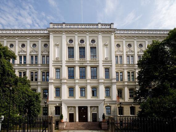 Vuonna 1877 valmistunut arvorakennus Bulevardilla on muuttumassa luksusasunnoiksi tai hotelliksi ...