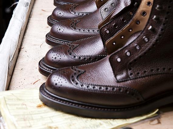 Crockett   Jonesin vuosituotanto on noin 150 000 kenkäparia. 010d1e9bc7