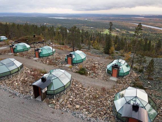 Lapin matkailu rikkoo taas ennätyksiä – matkakohteissa rakennetaan hiki päässä uusia igluja ja ...
