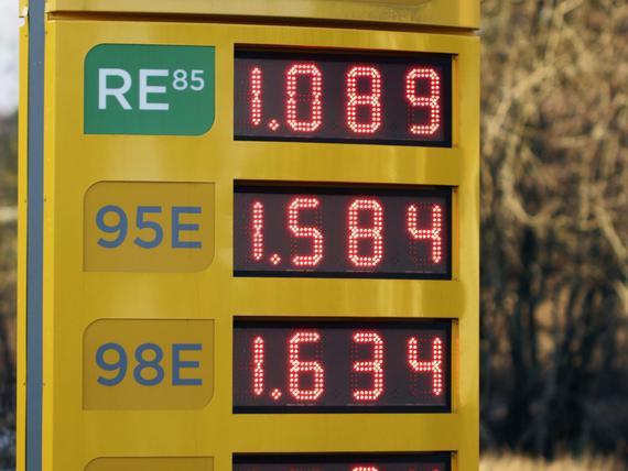 Bensaa saa nyt edullisesti, mutta sähkön hinta jatkaa nousuaan