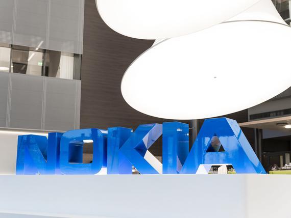PÖRSSI: Helsingin pörssi avasi loivaan laskuun – Nokian huipputulos ei auttanut, kurssi rajussa ...