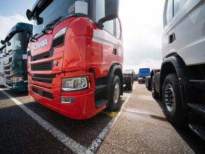 Lahden Scania:n kuormuri- ja bussituotannon murroksessa  työpaikkansa menettävillä...