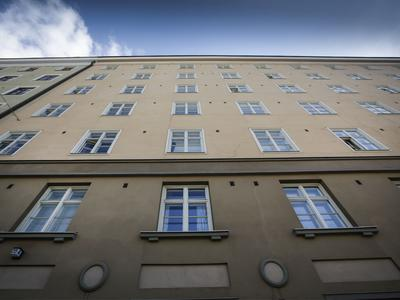 100-vuotiaan kerrostalon siirtymistä maalämpöön verrataan talon alkuperäiseen...