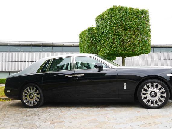 Rolls Royce Car >> Tasta Autosta Nautitaan Vain Takapenkilla Rolls Royce