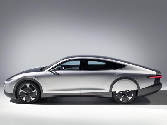 Auto kuin scifi-utopiasta: Tällainen on pian Suomessa valmistettava Lightyear One – 710 km yhdellä latauksella