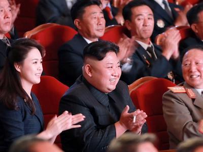 Kim Jong-un kutsuu toimittajatkin seuraamaan ydinohjelman purkua, vielä äsken lupasi polttaa ...